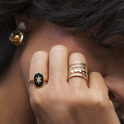 A star in black. Small ring