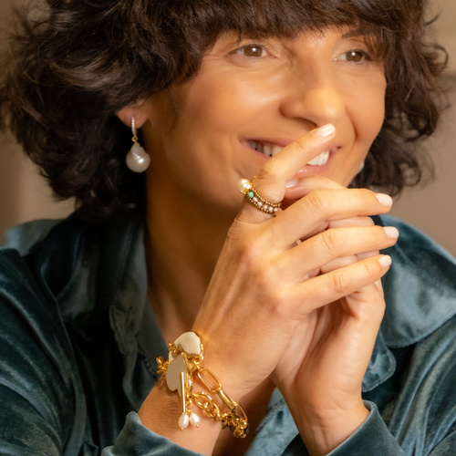 Aphrodite. Beaded ring with a pearl