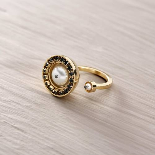 Brancusi. Adjustable ring with Swarovski pearls