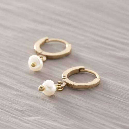 Call on me. Little hoops with freshwater pearls