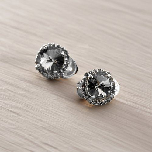 Chic. Clip earrings with grey crystals