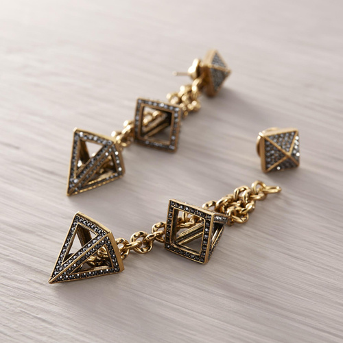 Duo Rise. Drop earrings with crystal pyramids