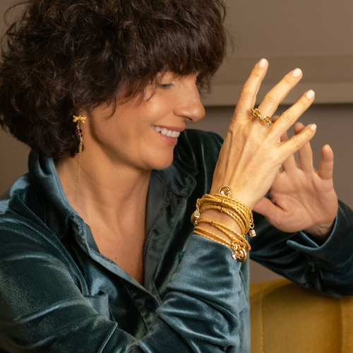 Golden bracelet to be wrapped 5 times