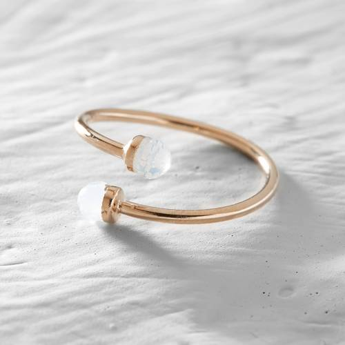 Graceful. A delicate ring with white marbles