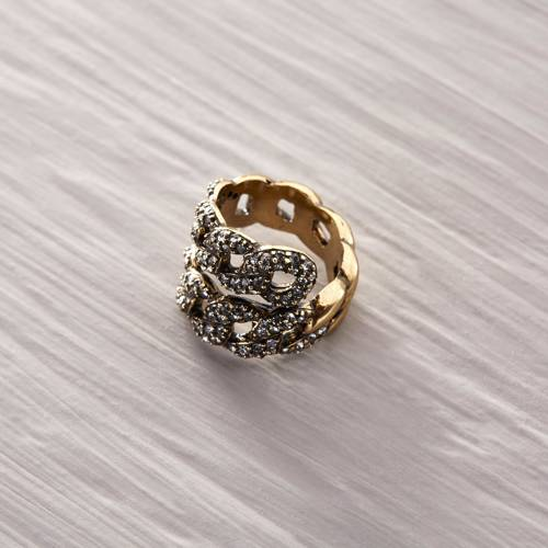 In love with Algiers. Chain formed ring with crystals