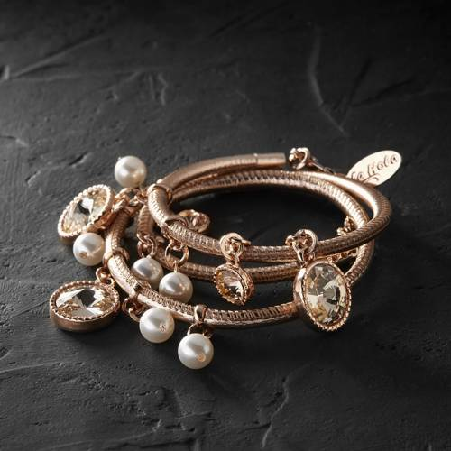 Like a Coco Chanel. Leather bracelet with crystals and pearls