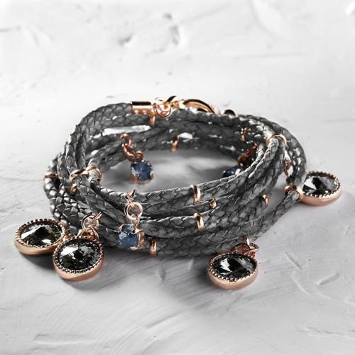 Metallic chic. Leather bracelet with Swarovski crystals