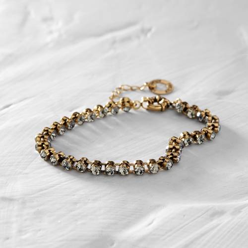 New rules. Delicate bracelet with crystals