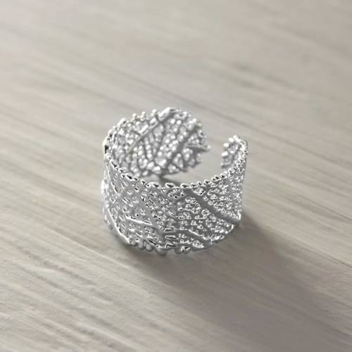 One with nature. Cerrado leaf silver coated ring