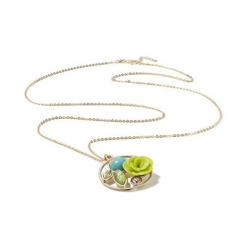 Outlet necklaces. The colours of lime