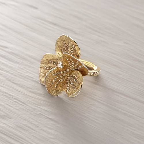 Spectacular. Statement flower ring