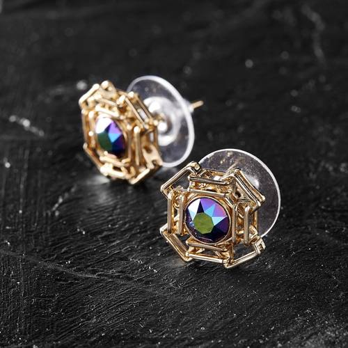 The ideal form. Small earrings with opal crystals