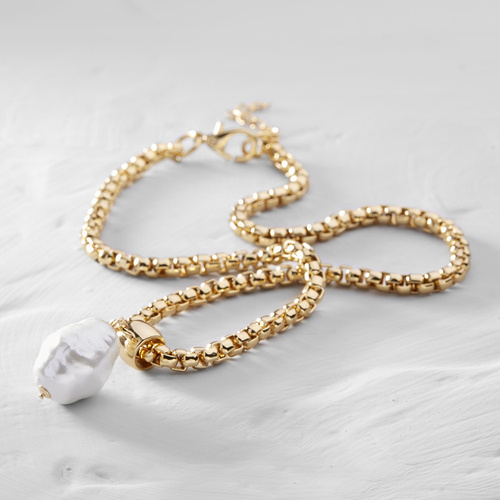 The pearl of happiness. Chain necklace with a pearl