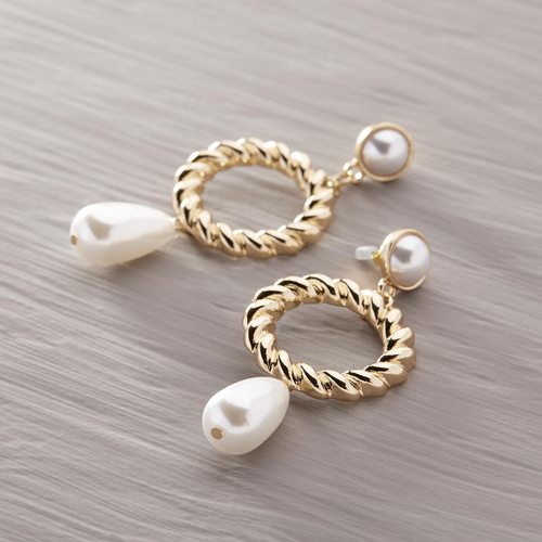 The seductress. Drop earrings with hoops and pearls